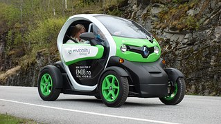 electric-car-789325__180